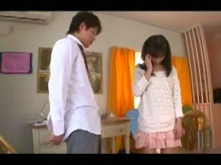 【鈴木きあら】童貞の生徒の為におそるおそる手コキしてくれるお嬢様育ちの女子大生家庭教師