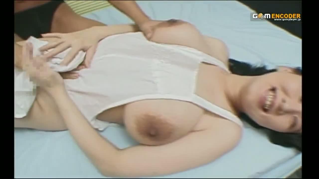裸エプロン姿のぽっちゃり熟女を乱暴にガン突きピストンしてムッチリ爆乳にザーメンパイ射…