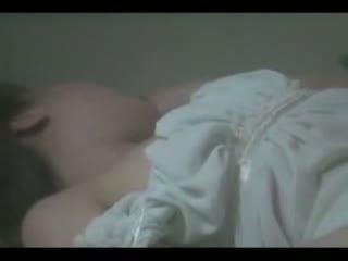 美尻の美少女のオナニー無料onani-動画。美乳美尻の色白美少女が小刻みに手マンでマンコを弄り回すオナニー姿をこっそり盗撮に成功w